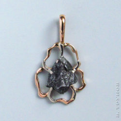 Кулон и кольцо с метеоритами