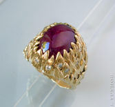 Кольцо с рубином-кабошоном